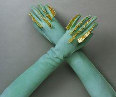 "30 Elsa Schiaparelli Creations That Inspired ""Hunger Games"" Costume Design - women gloves fashion Elsa Schiaparelli, Hunger Games Costume, Game Costumes, Ballet Costumes, Costume Ideas, Vintage Accessories, Fashion Accessories, Capitol Couture, Vintage Outfits"
