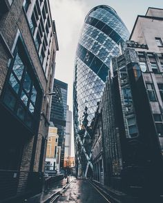 Very cool perspective. This is 30 St Mary Axe . aka the Shot by Beautiful World, Beautiful Places, 30 St Mary Axe, City Photography, Wonders Of The World, Perspective, New York Skyline, Skyscraper, Travel Destinations