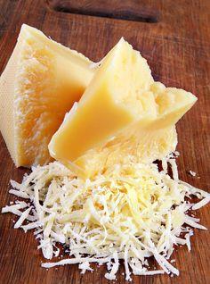 Recette de gnocchi à la romaine: recette de Ricardo. Les gnocchi à la romaine peuvent être servis nature, chauds ou froids, ou avec une sauce tomate. Portions: 6.
