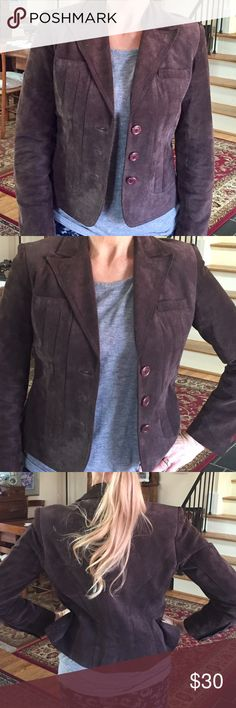 Suede blazer style coat ALFANI petite blazer style coat for women, New condition I can't say that it was worn I actually have two. This one is a Petite. Brien suede pretty awesome coat to wear with so many things so many options. Dress up jeans or a skirt! A must for any closet. 😊❤️ Alfani Jackets & Coats Blazers