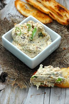 Vegetarian or not, you will love this Pâté with Portbello mushrooms - My Easy Cooking Vegetarian Pate, Vegetarian Recipes, Healthy Recipes, Southern Cooking Recipes, Easy Cooking, Pate Recipes, Vegetable Recipes, Pesto, Healthy Snacks