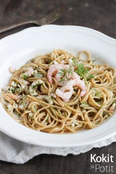 Pasta Skagenröra | Kokit ja Potit -ruokablogi Skagen, Spaghetti, Pasta, Ethnic Recipes, Drink, Food, Beverage, Essen, Meals