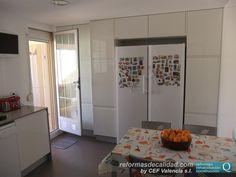 Así quedó la cocina reformada por CEF Valencia en Massamagrell en su zona de almacenamiento y ubicación del frigorífico. Más info sobre nuestros trabajos y proyectos de cocinas en: http://www.cefvalencia.es/cocinas-de-diseno.html