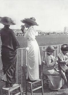 Maurice-Louis Branger- Elégantes à Longchamps, 1912
