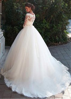 Elegant Tulle Bateau Neckline Ball Gown Wedding Dresses With Lace Appliques