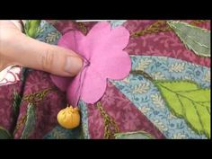 "Pompom and central flower of Block 1 - ""Colmar"" : Mystery Quilt Quiltmania 2015"