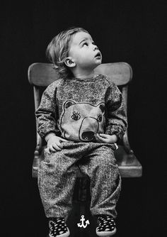 Noé&Zoë is a cool brand from Berlin, their newly released 'Cat in a Sweater' collection for winter 2015 has casual cool kids in cat emblem quilted fleeces Little Boy Fashion, Baby Boy Fashion, Kids Fashion, Babies Fashion, Amusement Enfants, Toddler Boys, Baby Kids, Winter Sweaters, Kid Styles