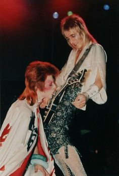 Mick Ronson & David Bowie.