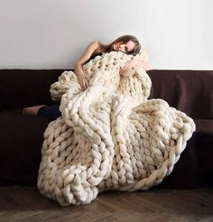 Tutorial How to Knit a GIGANTO-BLANKET in Just 4 Hours + video, http://happybrainy.com/how-to-kint-giant-blanket/