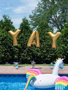 Today Theme Party to extend Summer just a little longer or an warm up for the upcoming summer depending on where you are; is the Pool Party Theme! Unicorn Birthday Parties, Unicorn Party, Rainbow Unicorn, 23rd Birthday, Summer Birthday, Sommer Pool Party, Pool Wedding Decorations, Pool Photography, Pool Picture
