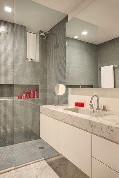 Apê antigo de roupa nova. Veja: https://casadevalentina.com.br/projetos/detalhes/ape-antigo-de-roupa-nova-528 #details #interior #design #decoracao #detalhes #decor #home #casa #design #idea #ideia #casadevalentina #bathroom #banheiro