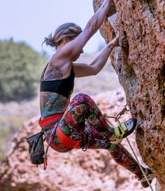 Our girls' mountain climbing gear wheel is comprised of methodically created mountain climbing jeans, top, shorts and leggings. Rock Climbing Training, Rock Climbing Workout, Rock Climbing Gear, Sport Climbing, Climbing Girl, Climbing Outfits, Climbing Holds, Mountain Climbing Gear, Mountain Biking