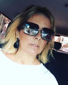 Meu novo #miumiu com detalhes em gliter prateado. ❤️❤️ #loucaporoculos #andreafialho #carfie #estiloandreafialho - adorei @carloshenrriquegomes!