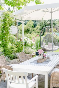 Outdoor living on the terrace or my weekend flowers - Pomponetti - Terrasse Diy Outdoor Furniture, Garden Furniture, Outdoor Decor, Modern Furniture, Antique Furniture, Rustic Furniture, Furniture Storage, Furniture Ideas, Small Terrace