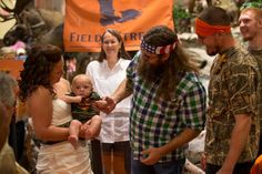 Alan and Si Robertson at Field & Stream outdoor store opening in Cincinnati