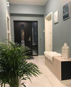 En dempet og sval mintaktig tone Malta, Bathroom Lighting, Teal, Mirror, Frame, Furniture, Home Decor, Bathroom Light Fittings, Picture Frame
