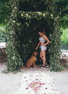 #girl #AnitaKaluser #modellpics #legs #body #beautiful #dog #dogmodell #sit #cute #love