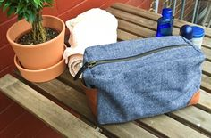 Ann-Sophie Lömer vom Blog gesehen und gesehen werden stellt auf sockshype ihre stylische Männerwaschtasche vor - mit Schnittmuster und kostenlosem Tutorial.