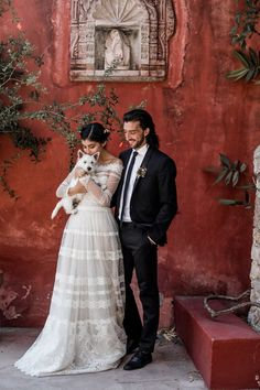 Brides imagine having the most appropriate wedding day, but for this they need the best wedding outfit, with the bridesmaid's outfits enhancing the brides dress. Here are a variety of tips on wedding dresses. The Wedding Day. Wedding Tips, Wedding Styles, Wedding Photos, Wedding Planning, Perfect Wedding, Dream Wedding, Wedding Day, Wedding Ceremony, Autumn Wedding