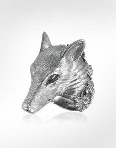 Silver Wolf Ring. Ooh, want this.