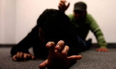 Una mujer fue asesinada a golpes por su hijo de 14 años en Tortuguitas Holding Hands, Poses, Peru, Cable, Human Trafficking, Female Assassin, Figure Poses, Turkey, Cabo