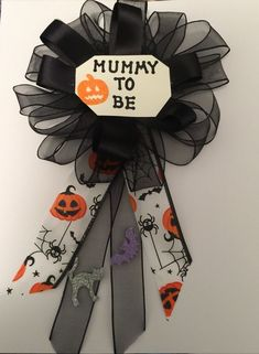 Halloween Baby Shower Ideas Creepy Halloween Decorations, Halloween Party Decor, Halloween Crafts, Halloween Costumes, Halloween Bebes, Baby Shower Halloween, Family Halloween, Otoño Baby Shower, Halloween Gender Reveal
