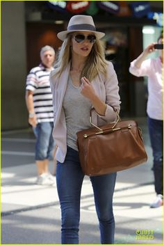 Celeb Diary: Rosie Huntington-Whiteley @ LAX Airport