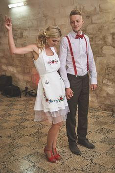 Egy köténnyel és egy nyári rüvid ruhával kipipálhatoda menyecskeruhát! Apron, Fashion, Moda, Fashion Styles, Fashion Illustrations, Aprons