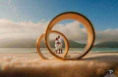 Four Tips For A Beautiful Beach Wedding Pre Wedding Poses, Wedding Couple Poses Photography, Pre Wedding Shoot Ideas, Wedding Picture Poses, Romantic Wedding Photos, Romantic Pictures, Pre Wedding Photoshoot, Family Photography, Post Wedding