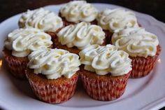 Heips! Sisko tarjosi juhlissaan niin mahtavia porkkanamuffinsseja, että hetimiten niitä oli päästävä tekemään ;D Ohjetta voitte kurkata h... Bunny Party, Something Sweet, Mini Cupcakes, No Bake Cake, Deli, Biscuits, Food And Drink, Favorite Recipes, Sweets