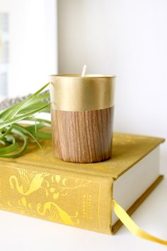 This DIY retro faux wood candle holder might be my new favorite DIY tabletop decor!
