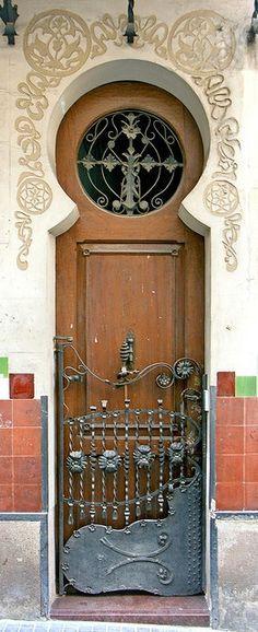 VirtualPaperdolls — Barcelona - Blasco de Garay 024 e by Arnim Schulz., VirtualPaperdolls — Barcelona - Blasco de Garay 024 e by Arnim Schulz. Cool Doors, Unique Doors, The Doors, Windows And Doors, Art Nouveau, Art Deco, Grand Entrance, Entrance Doors, Doorway