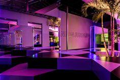 La instalación multicolor celebra la vibra auténtica de Miami Beach.