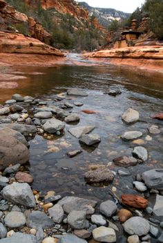 Oak Creek Canyon  http://www.gatewaytosedona.com/image/articles/43/OakCreekCanyonScene.jpg