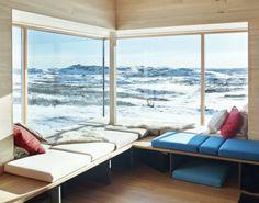 Hytte i Ål ved Vesle Bergsjø, 1100 moh. Arkitekt er Torbjørn Tryti. Dette er hans første hytteprosjekt. Arkitekturen spiller på lag med hyttas spektakulære beliggenhet og ønsker å invitere naturen inn.