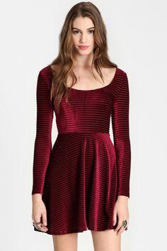 Glam formal dresses that won't blow your budget #BordeauxBlend