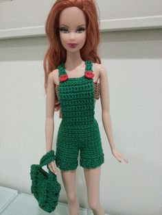 This article is a free crochet pattern for Barbie Basic Overalls.