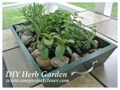 How to Make a Wooden Planter Box | greengardenblog.comgreengardenblog.com