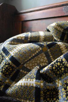 via Damson & Slate <--such lovely colours Weaving Textiles, Weaving Patterns, Textile Patterns, Textile Design, Textile Art, Welsh Blanket, Wool Blanket, Welsh Cottage, Weaving Projects