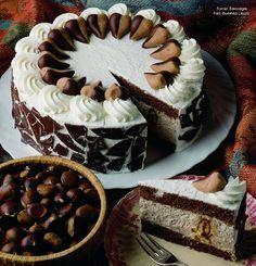 Extra gesztenyetorta  -  készítette Czermann János mestercukrász Hungarian Desserts, Hungarian Cake, Hungarian Recipes, Cupcake Recipes, Cookie Recipes, Cupcake Cakes, Other Recipes, Sweet Recipes, Torte Cake