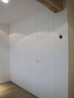 Interieurs op maat - Vrolix Interieur Farmhouse Layout, Fitted Wardrobes, Loft Room, Fancy Houses, Home Upgrades, Wardrobe Design, Cupboard Doors, Built In Storage, Art Deco