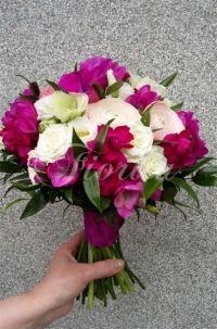 svatebni-kytice-ruze-eustomy-frezie-pryskyrnik-1