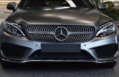 Logo Mercedes Benz- A estrela de três pontas da montadora representa as três áreas para as quais ela fazia meios de transporte: ar, água e terra.