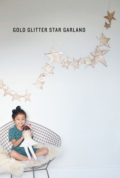 gold glitter star garland // love the threading w/ plastic needles thru cardboard.easy for kids Diy Party Decorations, Christmas Decorations, Holiday Decor, Holiday Parties, Glitter Stars, Gold Glitter, Glitter Glue, Gold Nails, Murs Beiges