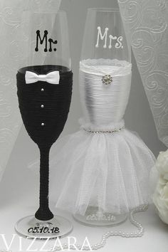 wedding Bride and groom flutes champagne Mr and Mrs flutes