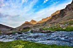 Valle del río Lanjarón. Amanecer sobre el Cerro del Caballo (3011m)