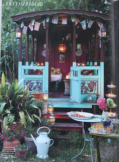 Cutes. I love the 'gypsy' tea party set up. Wish my Mum had this for when she travels around Australia with Dad. They could have their morning cups of tea here <3