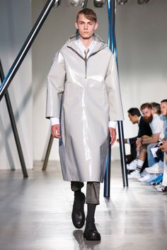 A look from the Jil Sander Homme Spring 2016 Menswear collection.