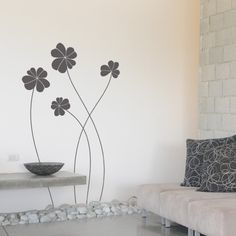 This giant flowers vinyl wall sticker features four beautiful flowers which created a charming design to decorate your space. You can apply the decal in the order you wish creating a free composition design.
