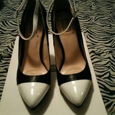 Black/White Signature Heels Like new signature Shoes Heels